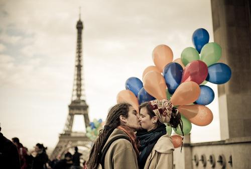На всём земном шаре не встретить человека, который бы не знал о Париже. Нигде нету столь романтического места для влюблённых.